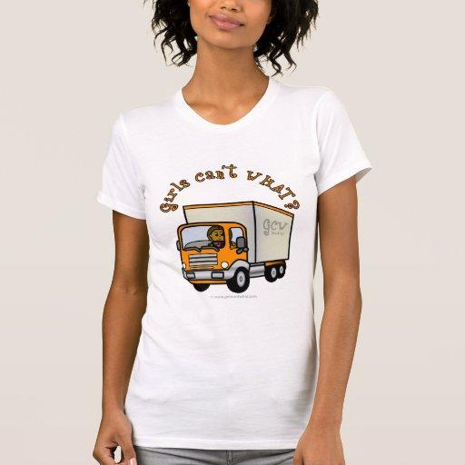 Chica oscuro del conductor de camión camisetas