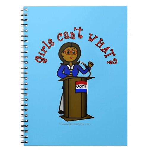Chica oscuro del político libros de apuntes con espiral
