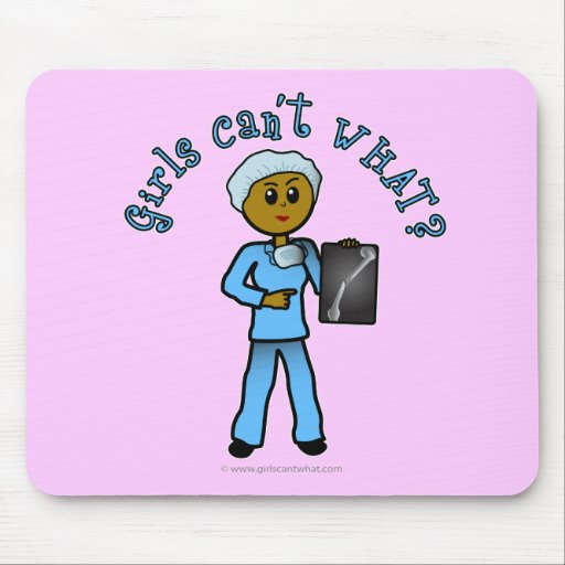 Chica oscuro del tecnólogo de la radiografía alfombrillas de raton