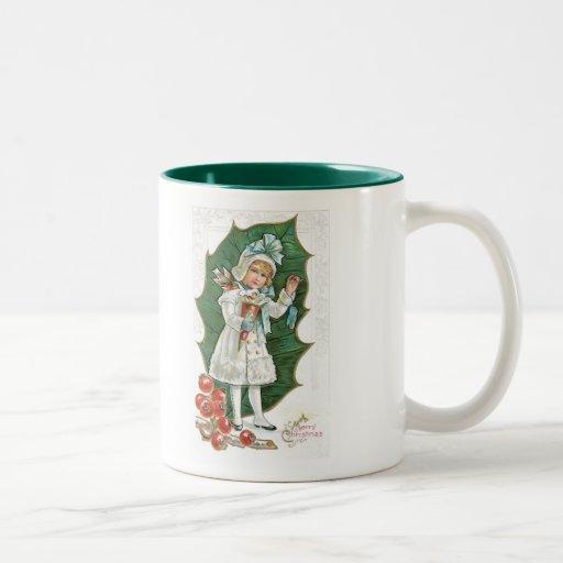 Chica pasado de moda de la baya del acebo del taza de café de dos colores