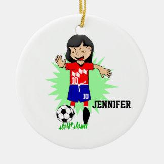 Chica personalizado del fútbol que juega el adorno navideño redondo de cerámica