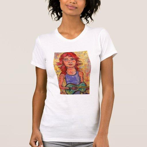 chica popular con el pelo rojo y la guitarra camisas