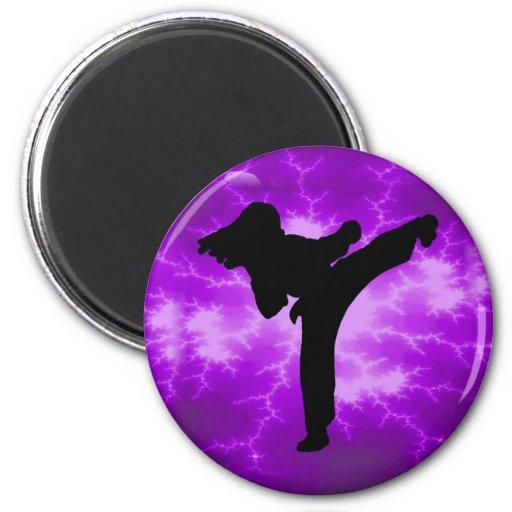 Chica púrpura del relámpago de los artes marciales imán redondo 5 cm