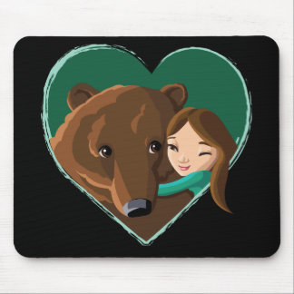 Chica que abraza el oso tapete de raton