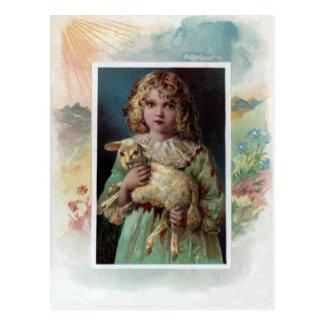 Chica que acuna al Victorian Pascua del cordero Tarjetas Postales