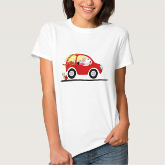 Chica que conduce la camiseta del dibujo animado playera