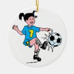 Chica que juega a fútbol ornamentos para reyes magos