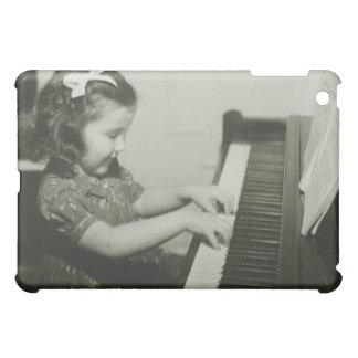 Chica que juega el piano