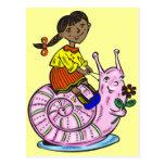Chica que monta un caracol postal