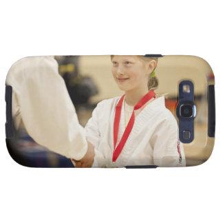 Chica que recibe una medalla en un campeonato del  galaxy SIII fundas