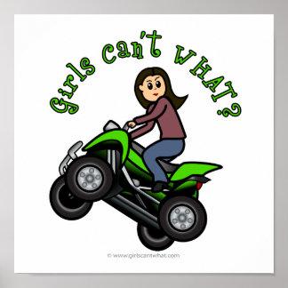 Chica que rueda cuatro de la luz ATV el | Póster