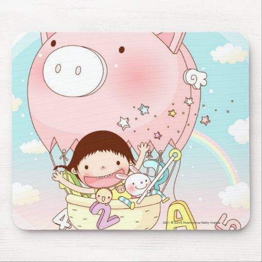 Chica que se sienta en el globo del aire caliente, tapete de raton