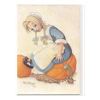 chica que se sienta en la calabaza postal