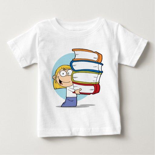 Chica que sostiene los libros tee shirts