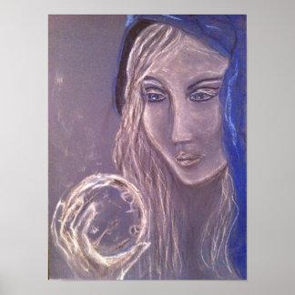 Chica que sostiene una bola de cristal posters