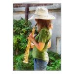 Chica que toca el saxofón tarjeta