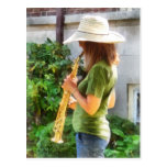 Chica que toca el saxofón tarjetas postales