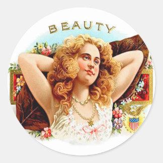 "Chica retro de la ""belleza"" del arte de la caja de pegatina redonda"