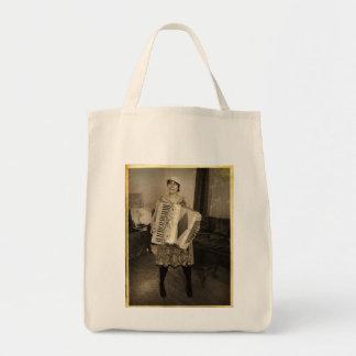 Chica retro del acordeón bolsa tela para la compra