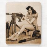 Chica retro del artillero de máquina de las alfombrilla de ratón