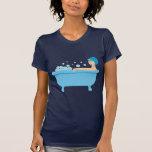 Chica retro del baño de burbujas camiseta