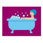 Chica retro del baño de burbujas tarjeta postal