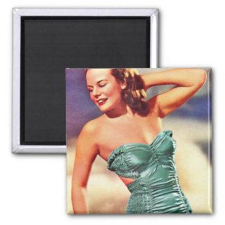 Chica retro del traje de baño de los años 40 del k imán cuadrado