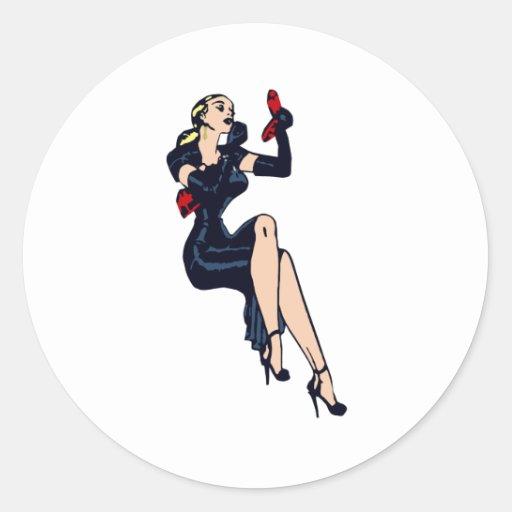 Chica retro rubio bonito del encanto del vintage pegatina redonda
