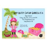 Chica rosado del pirata en una invitación del cump