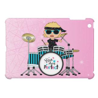 Chica rubio del batería con las estrellas en rosa