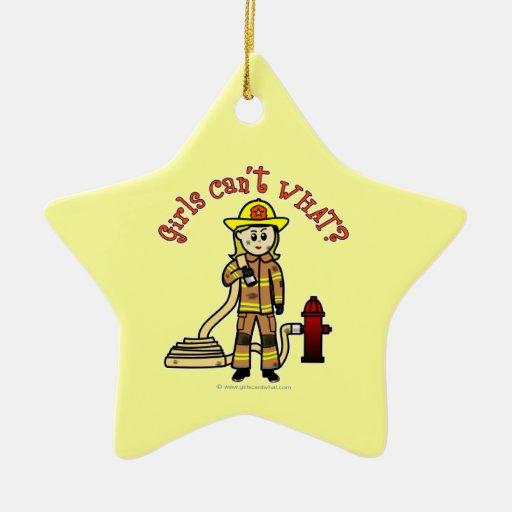 Chica rubio del bombero adorno de cerámica en forma de estrella