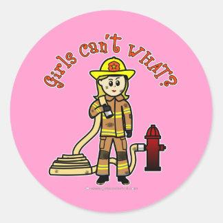 Chica rubio del bombero pegatina redonda