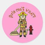 Chica rubio del bombero pegatinas redondas