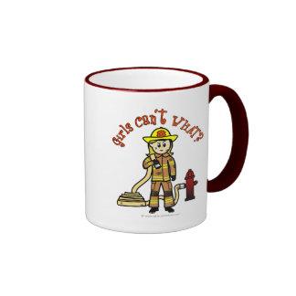 Chica rubio del bombero taza a dos colores