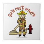 Chica rubio del bombero teja  ceramica