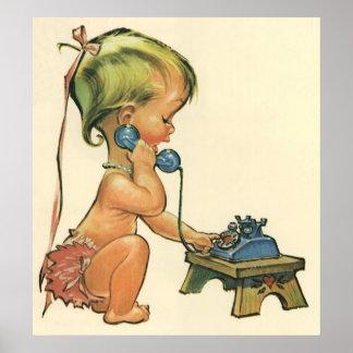 Chica rubio lindo del niño del vintage que habla póster