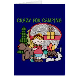 Chica rubio loco para acampar felicitación