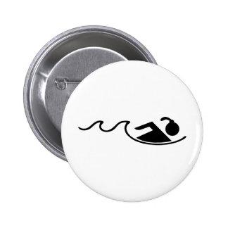 chica schwimming pin redondo de 2 pulgadas