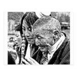 Chica tibetano con la abuela postal