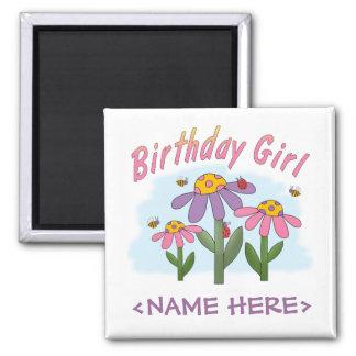 Chica tonto del cumpleaños de las flores imán para frigorífico