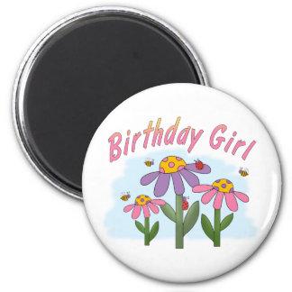 Chica tonto del cumpleaños de las flores imán