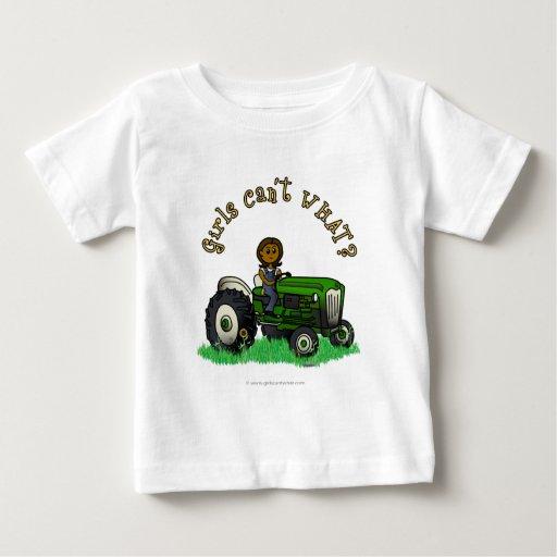 Chica verde oscuro del granjero t-shirts