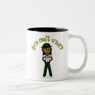 Chica verde oscuro del sheriff taza dos tonos
