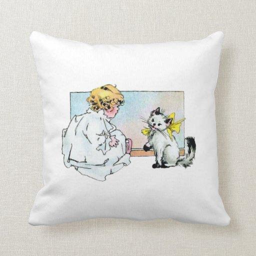 Chica y gato del vintage cojines