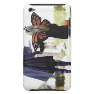Chica y padre en disfraces de Halloween iPod Case-Mate Carcasas