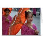 Chica y parasol felicitaciones