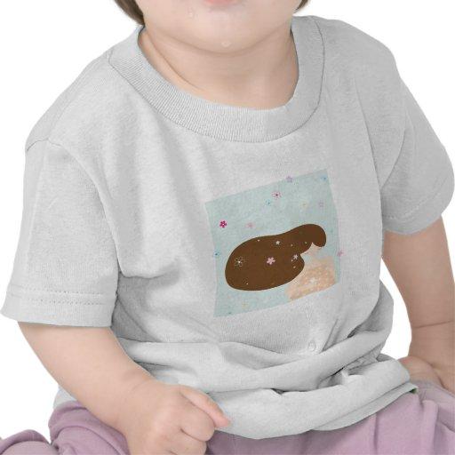 chica y pequeño pájaro camisetas