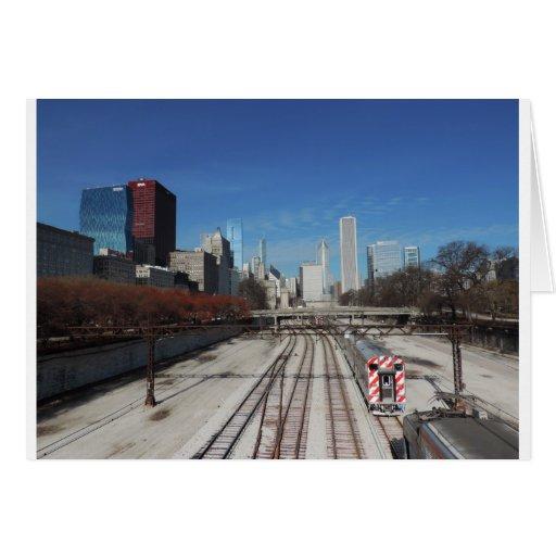 Chicago céntrica con las pistas del tren tarjeta de felicitación