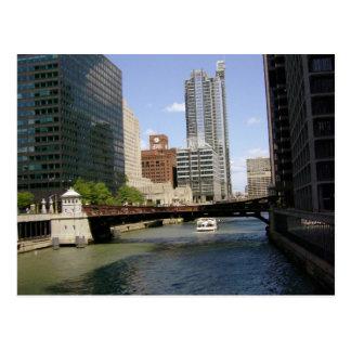 Chicago céntrica por el río tarjeta postal