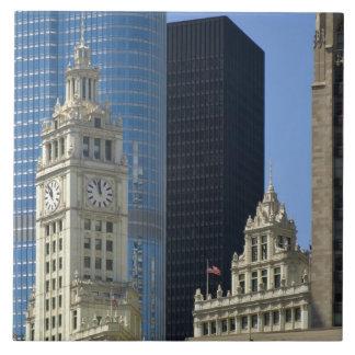 Chicago, edificio de Wrigley con el hotel del triu Azulejo Cuadrado Grande